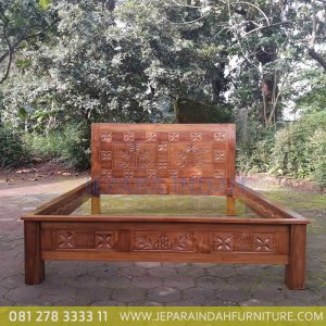 Harga Jual Dipan Jati Klasik Ukir Pohon Bambu